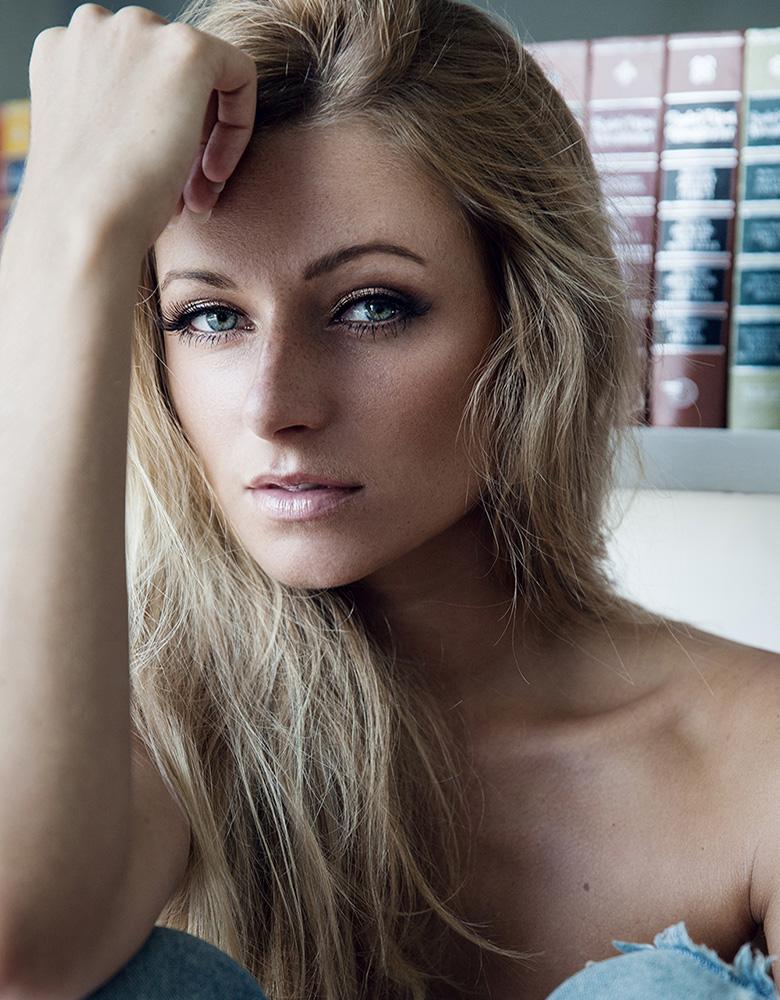 Nicolette H. - TEAM AGENTUR