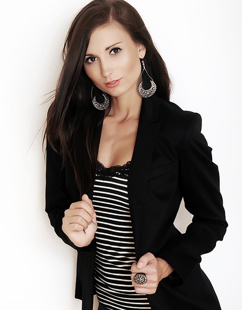 Veronika B. - TEAM AGENTUR