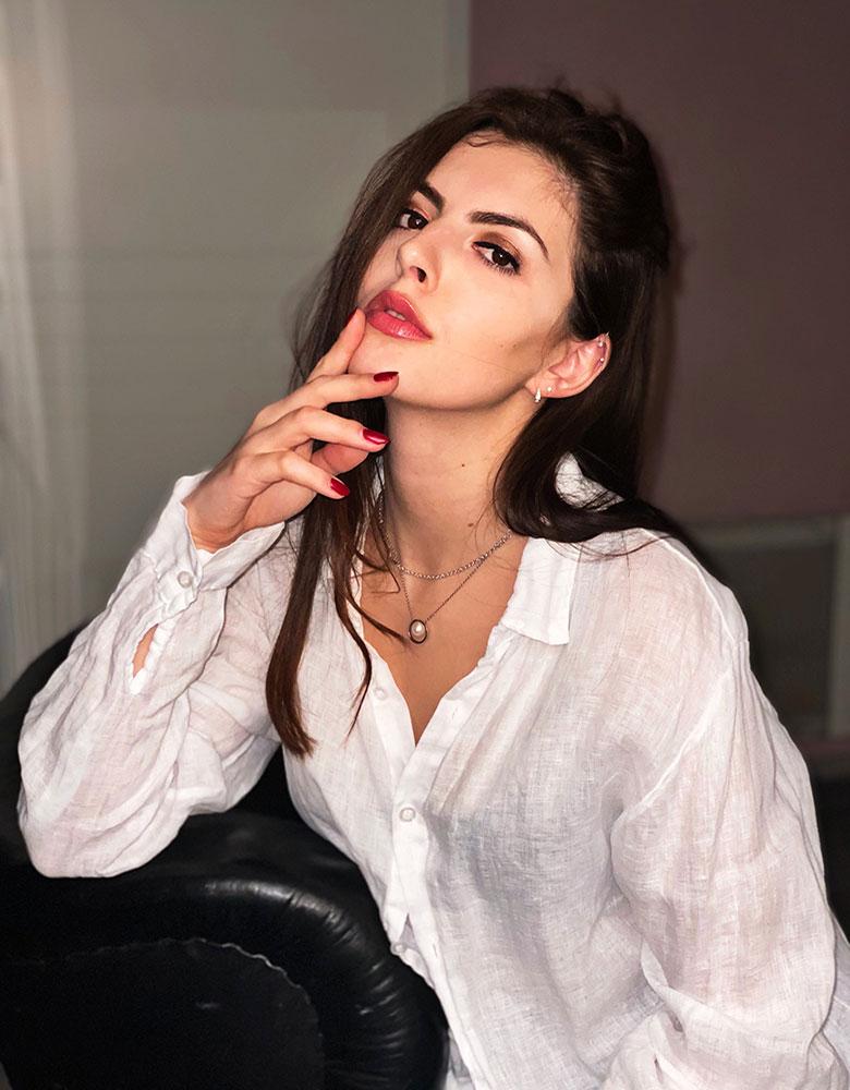 Xenia M. - TEAM AGENTUR